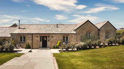 Trevear Linhay - 3.2 miles SE of Padstow, Sleeps 6 + cot in 3 Bedrooms