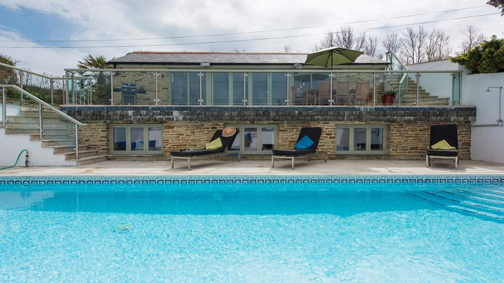 The swimming pool heated at 29 degrees and fabulous outdoor space await you at this luxury self catering retreat near Padstow.