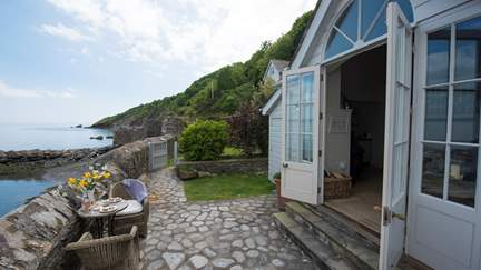 The Sea Room at Ropehawn - 6 miles W of Fowey, Sleeps 2 in 1 Bedroom