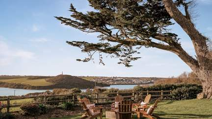 Tregonce Farm - 1.4 miles SE of Padstow, Sleeps 10 + cot in 5 Bedrooms