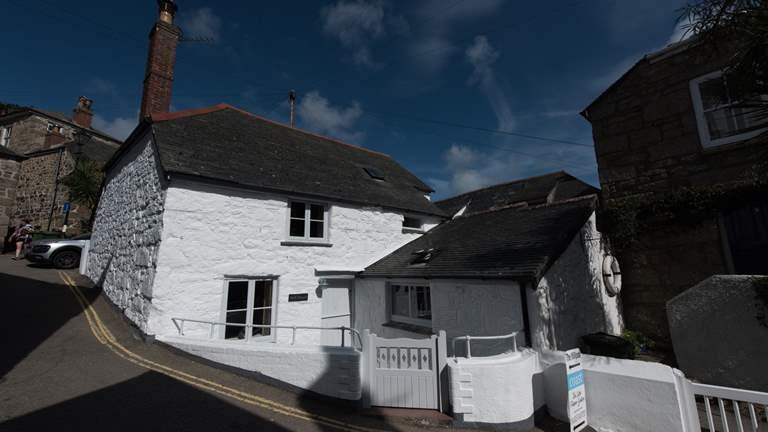 Mill House, Mousehole - Sleeps 5 + cot - Mousehole