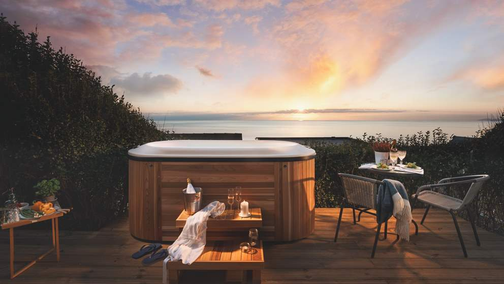 Mesmerising sea views at dusk. Take a decadent dip in the hot tub at Sealight in perfect privacy, with a tipple in hand of course!