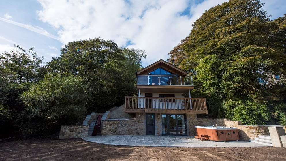 Tucked amongst the trees, this fabulous Alpine-style retreat is just minutes from St Ives.