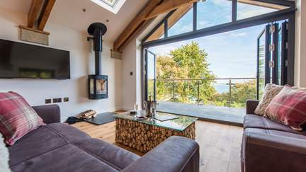 Hummingbird - 1.2 miles S of St Ives, Sleeps 4 + cot in 2 Bedrooms