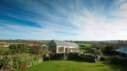 The Linhay - Polzeath, Sleeps 2 + cot in 1 Bedroom