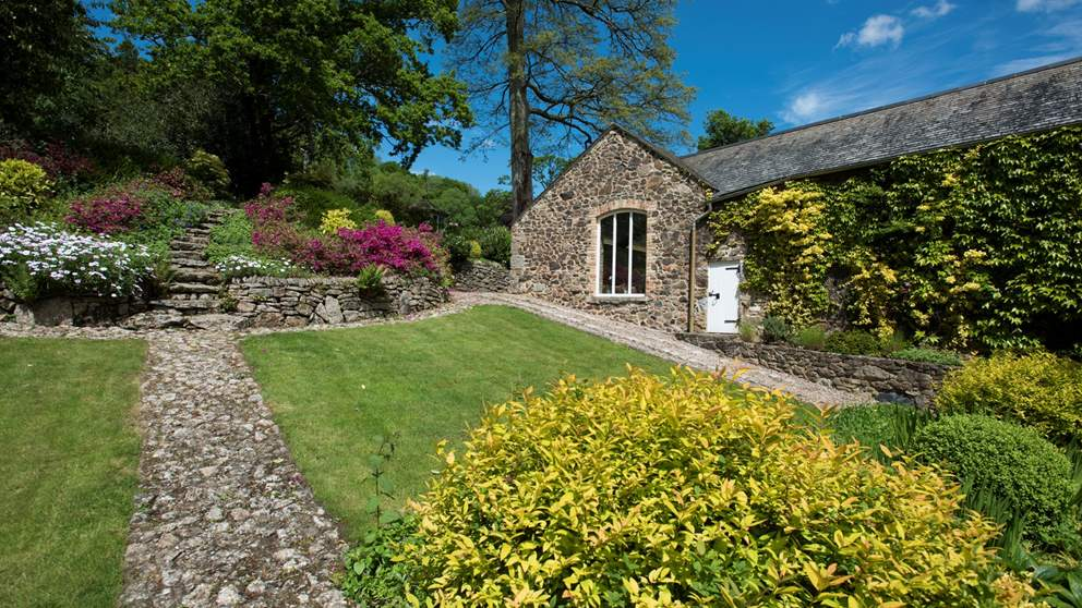 Explore the lush gardens of this wonderful luxury cottage in Devon.
