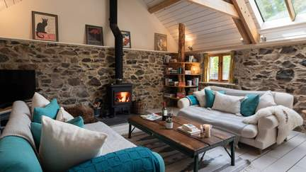 Buddle Barn - 8.3 miles SW of Exeter, Sleeps 4 + cot in 2 Bedrooms