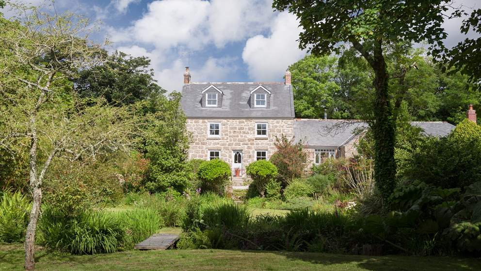 Set within gorgeous gardens, Alsia Mill is a hidden escape in the far west of Cornwall near Sennen.