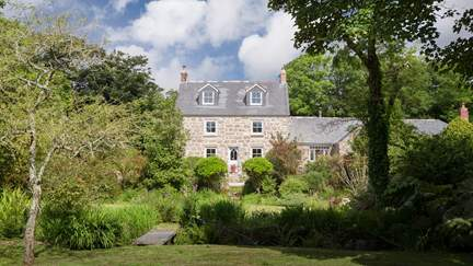Alsia Mill - 2.7 miles E of Sennen, Sleeps 11 + cot in 6 Bedrooms