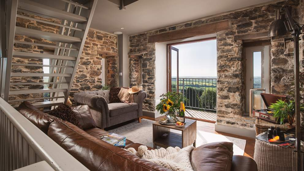 To make the most of the stunning views, the gorgeous living space is on the seventh floor.