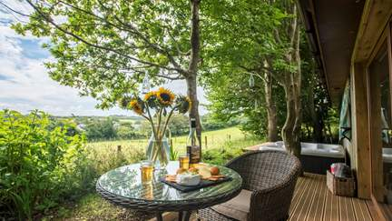 Cyder Barn - 1.5 miles E of St Agnes, Sleeps 2 + cot in 1 Bedroom