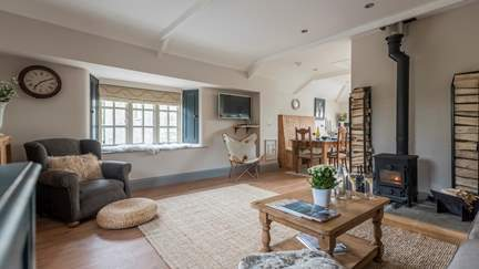 Feathers - 4 miles N of Kingsbridge, Sleeps 4 + cot in 2 Bedrooms