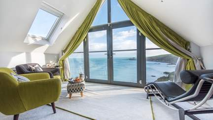 Pebble House - Mevagissey, Sleeps 12 + 2 cots in 6 Bedrooms