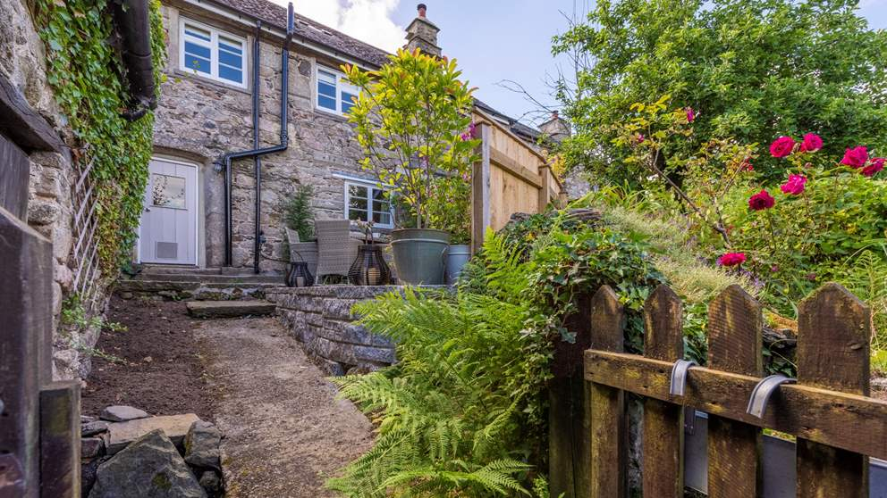 Outside, you'll find an enclosed pretty little garden with a lovely patio area, complete with table, chairs and a barbeque for summer days and a spot of alfresco dining.