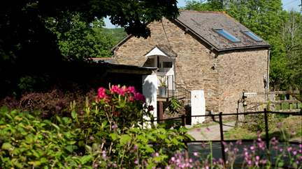 The Barn - 3.4 miles S of Truro, Sleeps 4 + cot in 2 Bedrooms
