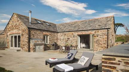Trevear Lodge - 3.2 miles SE of Padstow, Sleeps 4 + cot in 2 Bedrooms