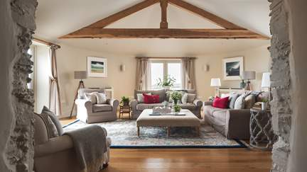 Roundhouse - 1 mile E of Trebarwith Strand, Sleeps 8 + 2 cots in 4 Bedrooms