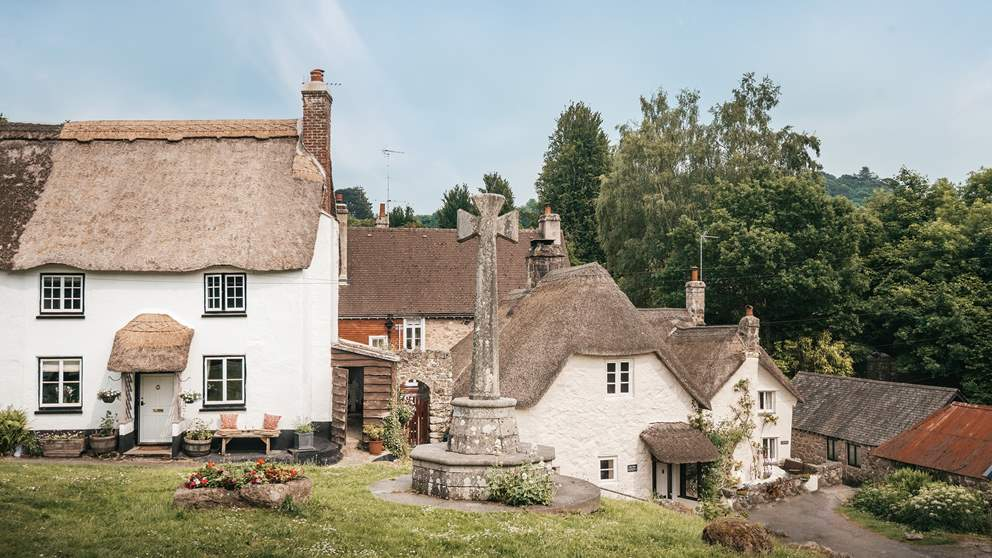 Ravishingly romantic, this thatched little beauty has oodles of charm.