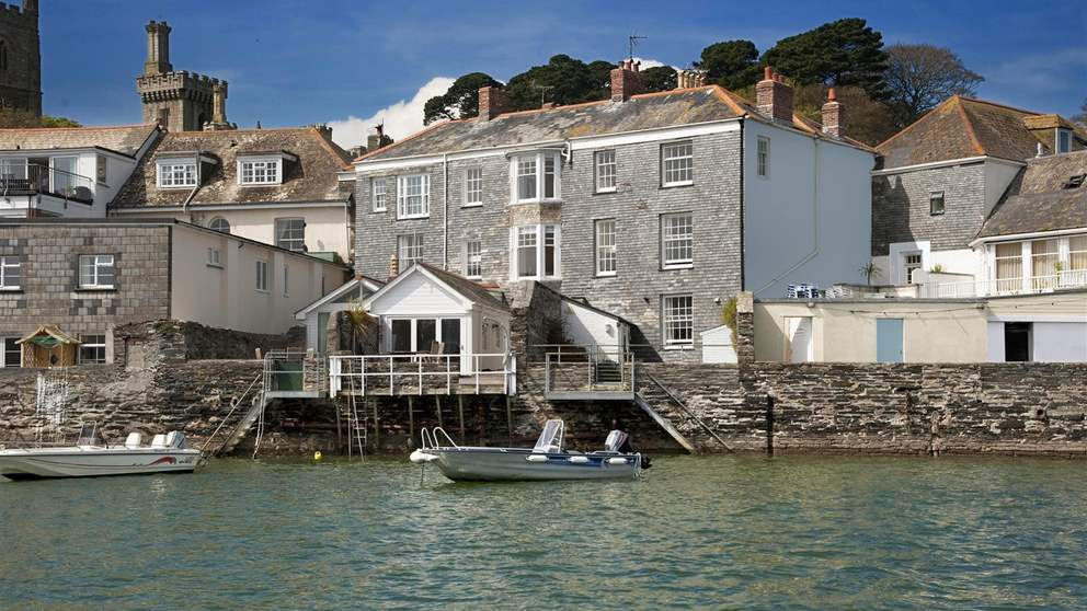 Enviably situated in the heart of Fowey and right on the water, Beaufort House has stunning views.