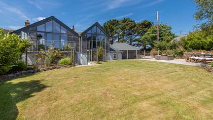 Pendower Beach House - 1.6 miles NE of Portscatho, Sleeps 8 + cot in 4 Bedrooms