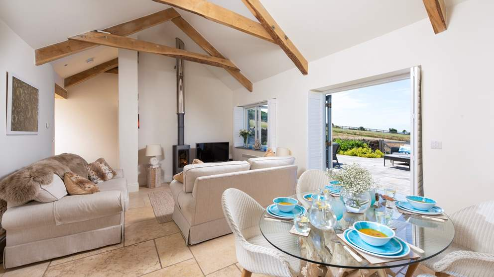 With fabulously fresh interiors, breath-taking panoramic views of the north Cornish coast and situated only a short walk from the beach