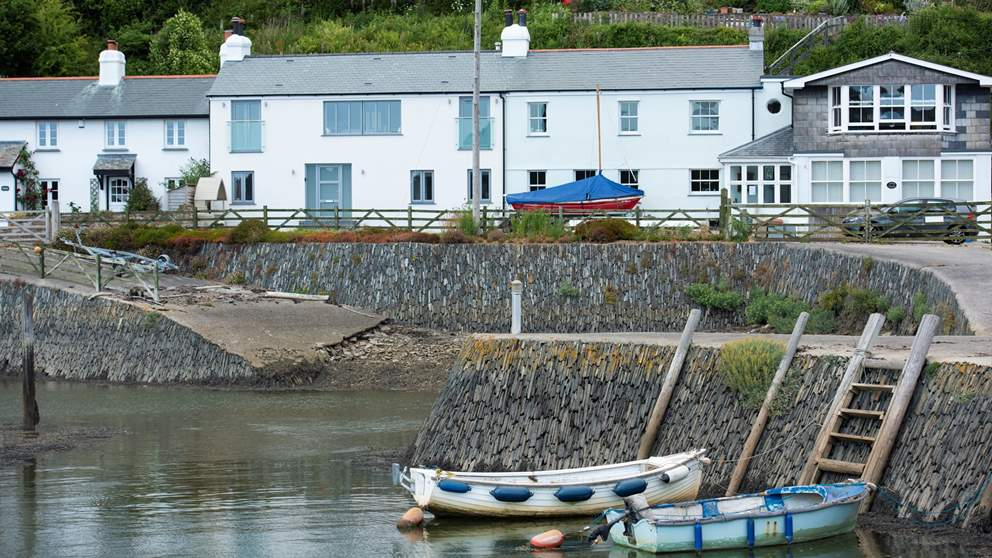 Overlooking the Lynher River across to the lush Antony Estate owned by the National Trust, this is ideally located to explore the Tamar Valley and Whitsand Bay.