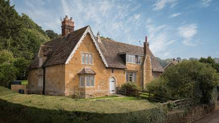 School House - 5.9 miles N of Sherborne, Sleeps 6 + cot in 3 Bedrooms