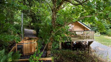 Bodhi Barn - 8.3 miles SW of Exeter, Sleeps 2 in 1 Bedroom