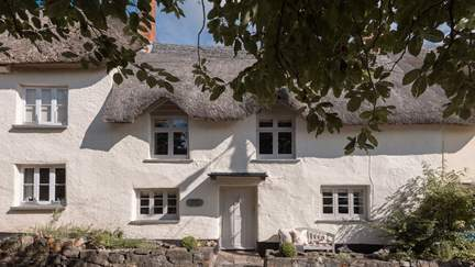 April Cottage - 2.4 miles NW of Chagford, Sleeps 4 + cot in 2 Bedrooms