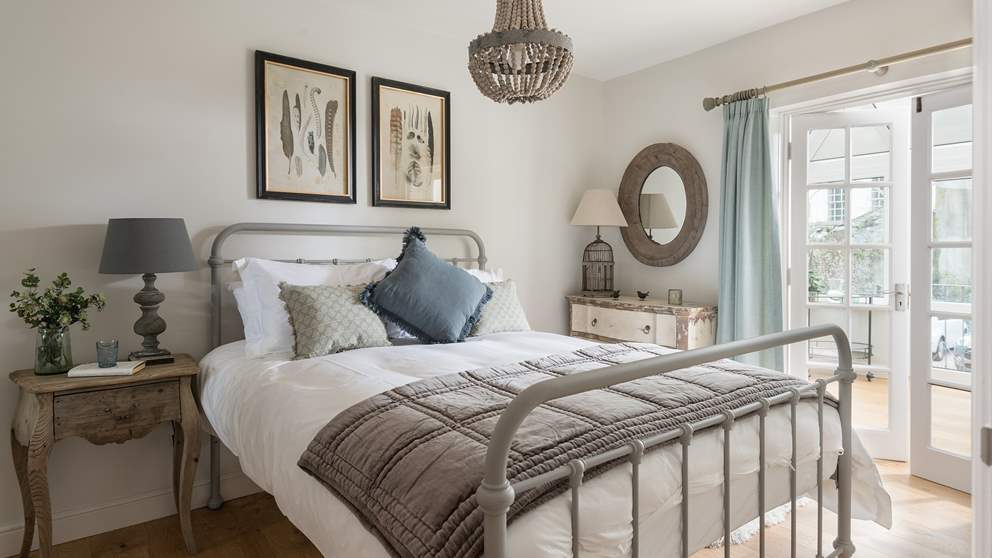 The king size bed is super-romantic, swathed in luxurious linens, a velvet throw and eye-catching pillows.