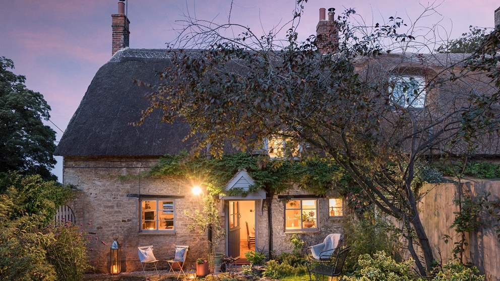 Seriously romantic and oh-so-pretty, this delightful thatched cottage tucked away near the Cotswolds.