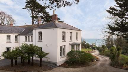 Porthcurnick House - Portscatho, Sleeps 10 + 2 cots in 5 Bedrooms