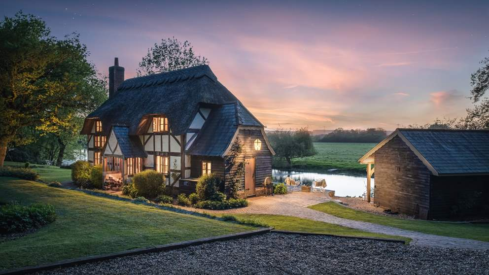 Simply stunning, this forest hideaway nestled on the banks of the Hampshire Avon is for those seeking an idyllic hideaway.
