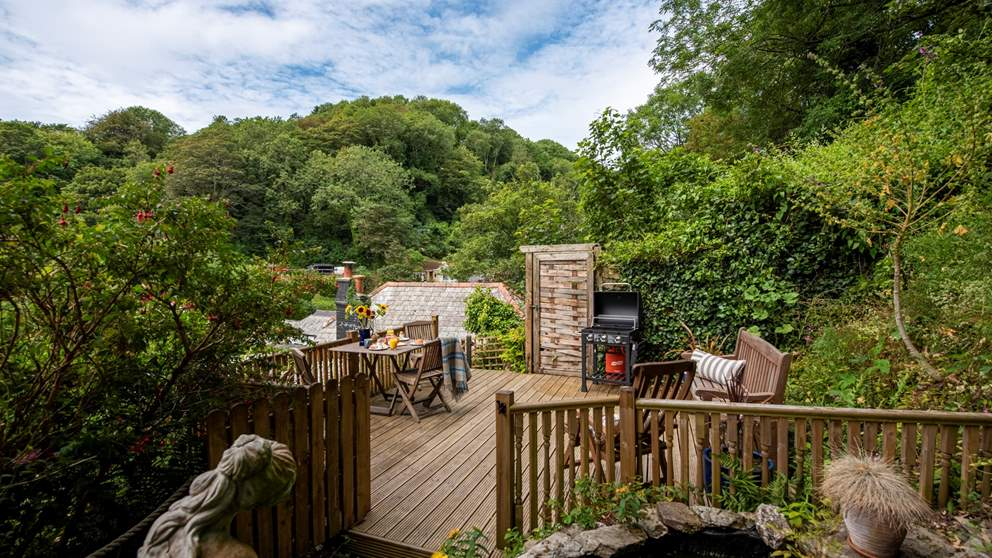 Relax on the elevated decked area which makes the most of the valley views as well as Cornish sunshine.