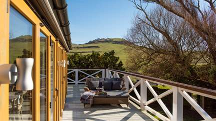 Seatown Farmhouse - 4.8 miles E of Lyme Regis, Sleeps 6 + cot in 3 Bedrooms
