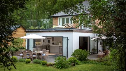 Hornbeam - New Forest, Sleeps 8 + cot in 4 Bedrooms