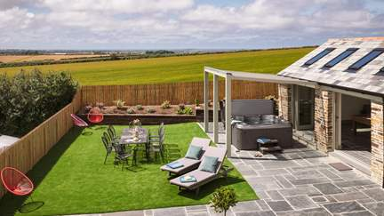 Broadview - 3.2 miles SE of Padstow, Sleeps 10 + 2 cots in 5 Bedrooms
