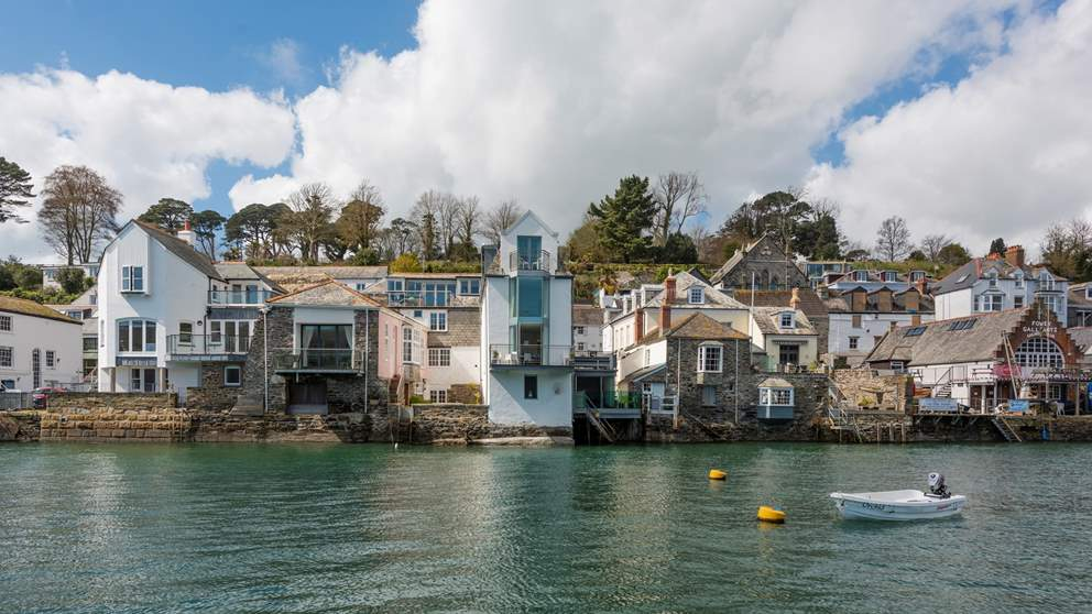 Nestled in the heart of picture-perfect Fowey, this is a wonderful waterside town house for six lucky people