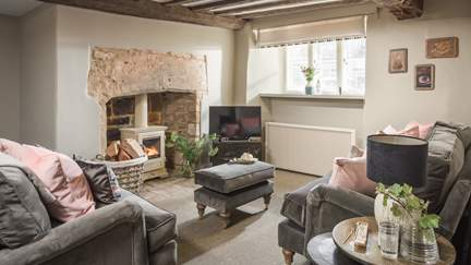 Wool Cottage - Burford, Sleeps 4 + cot in 2 Bedrooms
