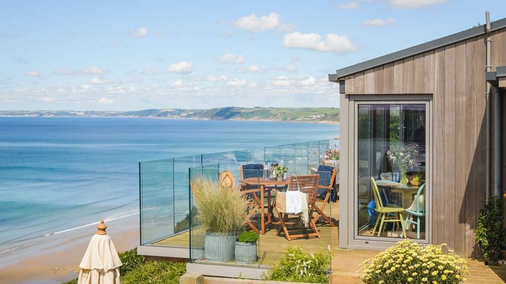 This amazing seaside cabin has extraordinary sea views