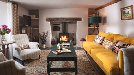 The Old Smithy - Dartington, Sleeps 6 + cot in 3 Bedrooms