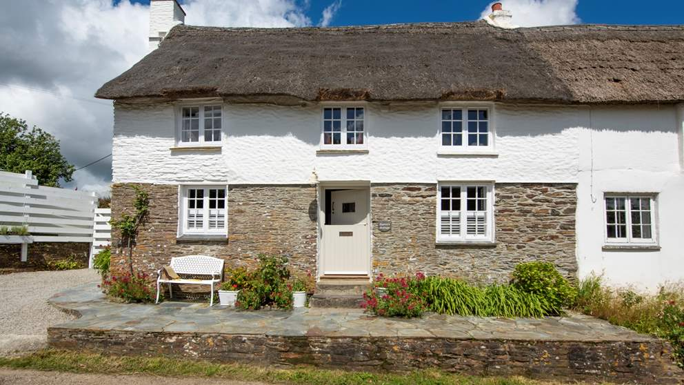 This wonderful Grade II listed Cornish cottage offers a very warm welcome
