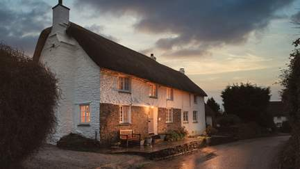 Sophie's Cottage - 1.5 miles N of Portscatho, Sleeps 2 in 1 Bedroom