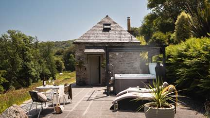 Aurora - Tamar Valley, Sleeps 2 in 1 Bedroom
