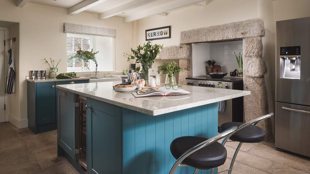 The country kitchen is the ultimate balance of modern and rustic décor.