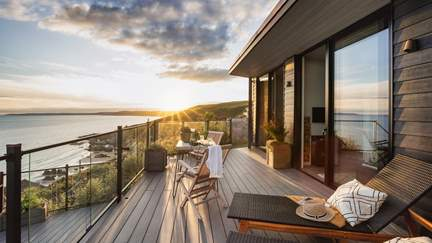 Cabin on the Cliff - Whitsand Bay, Sleeps 2 in 1 Bedroom