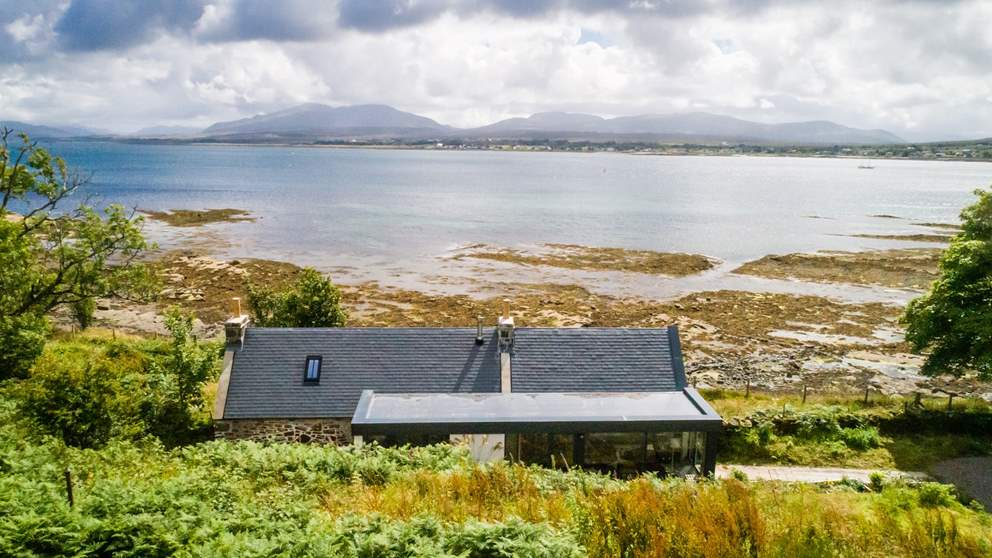 Situated close to the village of Broadford, this wonderful retreat is perfectly situated to explore the simply epic beauty of Skye