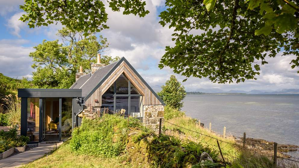Corry Bothy has been lovingly restored by its owners and turned into a beautiful dog friendly abode for couples