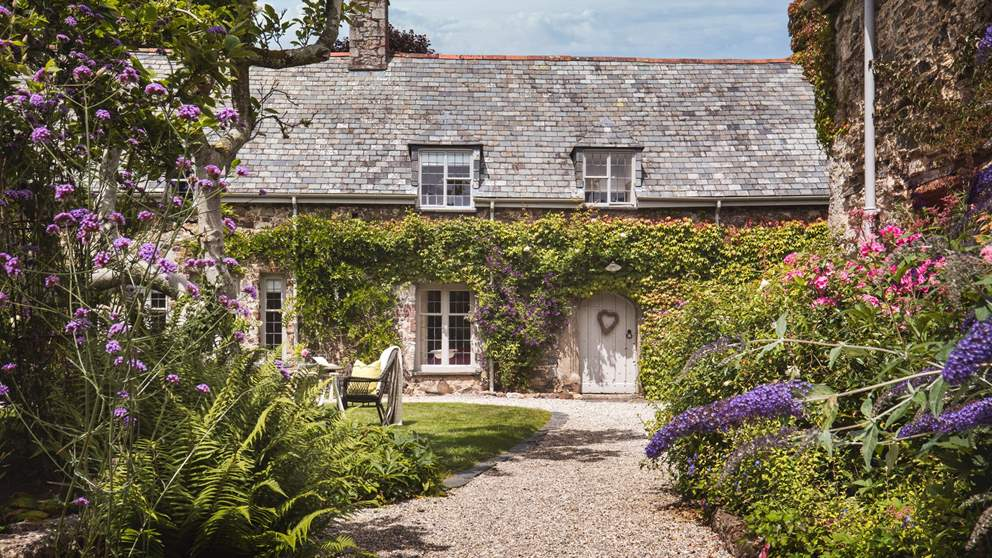 Place Barton is an exquisite 15th century cottage for families and larger parties