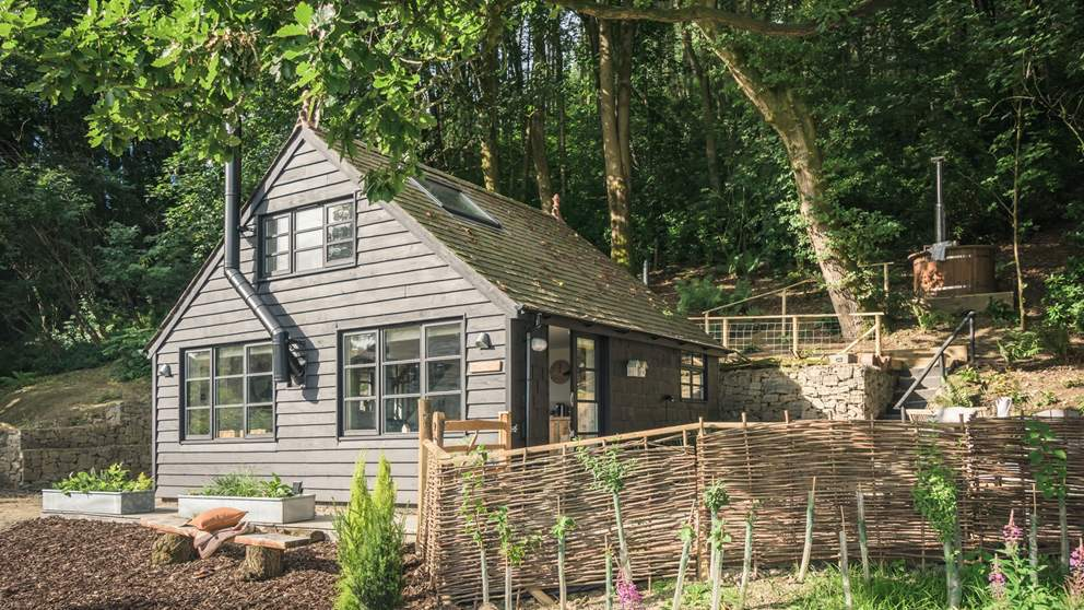 This wonderful wooden cottage tucked amongst the trees is the ultimate romantic country bolthole